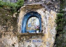 Ave Maria, Madonna en Kind op de muur van een straat in Sorrento, Italië royalty-vrije stock foto