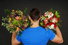 Avec deux fleurs Photos stock