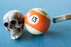 13 avec le crâne Image stock