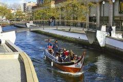 AVEIRO, PORTOGALLO - 21 MARZO 2017: Canale della città e fiume di Vouga Fotografia Stock