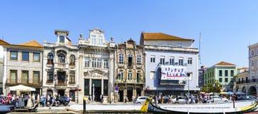 Aveiro/Portugal Augusti 13, 2017: Fasader av för byggnader typ mycket Royaltyfri Bild