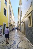 Aveiro/Portugal 13 de agosto de 2017 Calles del cobblesto colorido Foto de archivo