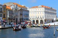 Aveiro, Portugal; Am 15. Juni 2018: Traditionelle Boote auf dem Kanal in Aveiro stockbilder