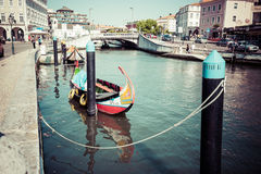 Aveiro, Portugal - 22. Mai 2015: Moliceiro-Bootssegel entlang dem c Stockfotos