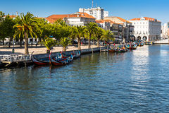 Aveiro, Portugal - 22 mai 2015 : Voile de bateaux de Moliceiro le long du c Photo libre de droits