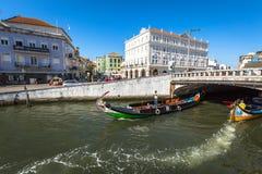 Aveiro Portugal - 22 Maj, 2015: Traditionella fartyg i Aveiro Arkivfoto