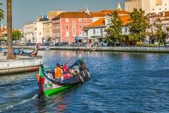 Aveiro Portugal - 22 Maj, 2015: Traditionella fartyg i Aveiro Arkivfoton