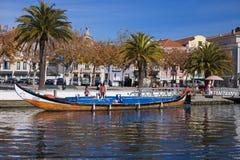 AVEIRO, PORTUGAL - 21 NOVEMBRE 2017 : bateau avec des touristes Photo libre de droits