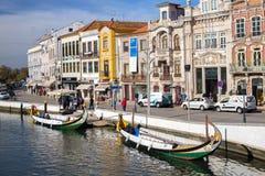 AVEIRO, PORTUGAL - 21 NOVEMBRE 2017 : bateau dans le chanal Image stock