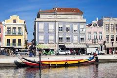 AVEIRO, PORTUGAL - 21 NOVEMBRE 2017 : bateau dans le channal Photo libre de droits