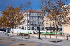 AVEIRO, PORTUGAL - 21 NOVEMBRE 2017 : bateau dans un beau chanal Photographie stock libre de droits