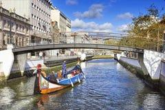AVEIRO PORTUGALIA, MARZEC, - 21, 2017: Miasto kanał i Tradycyjny bo Fotografia Royalty Free