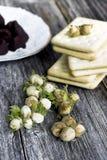 Avelã, biscoitos e trufas de chocolate verdes Fotografia de Stock Royalty Free