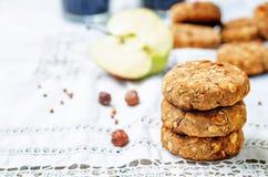 A avelã da banana de maçã do trigo mourisco data cookies do vegetariano foto de stock