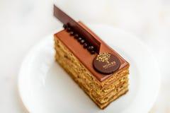 Avelã da barra da pastelaria com o bolo de chocolate do leite Imagem de Stock Royalty Free