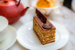Avelã da barra da pastelaria com o bolo de chocolate do leite Imagens de Stock Royalty Free