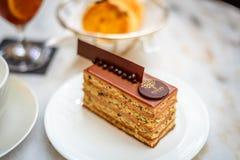 Avelã da barra da pastelaria com o bolo de chocolate do leite Fotografia de Stock Royalty Free