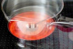 Avellanador de cerámica en funcionamiento Imagen de archivo