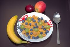 Avenas con la fruta imagenes de archivo