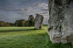 Avenbury巨型独石ridgeway在平衡不可思议的光 免版税图库摄影
