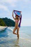 Avendo divertimento alla spiaggia Fotografie Stock Libere da Diritti