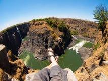 Avendo un resto alle cascate Victoria nel periodo di siccità fotografia stock