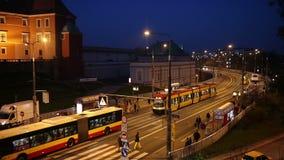 Avenida da solidariedade em Varsóvia na noite filme