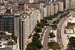 Avenida de Avenida Atlantica na praia de Copacabana, Rio de janeiro, Brasil Fotografia de Stock Royalty Free
