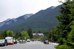 Avenida de Banff el 28 de mayo de 2016 en Banff Fotografía de archivo libre de regalías