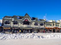 Avenida de Banff en invierno Fotografía de archivo libre de regalías