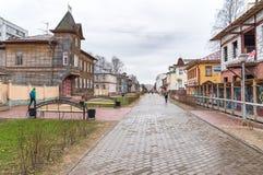 Avenida de Chumbarova-Luchinskogo do pedestre em Arkhangelsk, Rússia Imagens de Stock