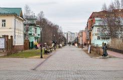 Avenida de Chumbarova-Luchinskogo do pedestre em Arkhangelsk, Rússia Fotografia de Stock
