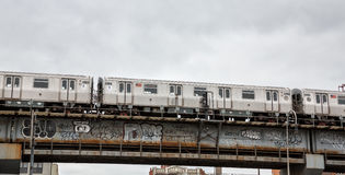 Avenida de Driggs e ponte de Williamsburg em NYC Imagem de Stock