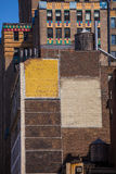 A avenida de Fift envelheceu a parede de tijolo 5o avoirdupois New York EUA Imagem de Stock