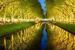 Avenida de Koenigsallee ou de rei em Dusseldorf Fotos de Stock Royalty Free