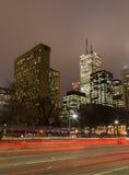 Avenida de la universidad en Toronto en la noche Foto de archivo libre de regalías