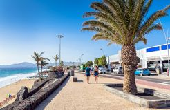 Avenida de Las Playas in Puerto Del Carmen, Lanzarote Lizenzfreie Stockbilder