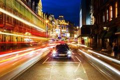 Avenida de Shaftesbury em Londres, Reino Unido, na noite Foto de Stock Royalty Free
