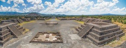 Avenida de Teotihuacan dos mortos imagens de stock