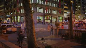 Avenida del lapso de tiempo de la noche 5ta en Midtown Manhattan almacen de video