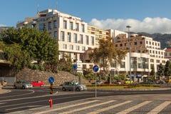 Avenida do Mar οδός με τα οδικά σημάδια και την ελαφριά κυκλοφορία Στοκ εικόνες με δικαίωμα ελεύθερης χρήσης