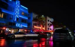 Avenida do oceano na noite em Miami Florida EUA imagens de stock royalty free