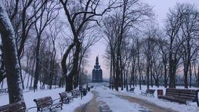 A avenida do parque, conduzindo ao monumento do vladimir do St em kiev imagens de stock royalty free