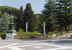Avenida en jardines del Vaticano el 20 de septiembre de 2010 en el Vaticano, Roma, Italia Imagen de archivo libre de regalías