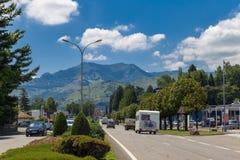 Avenida Francois Abadie que lleva en Lourdes Foto de archivo
