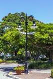 Avenida histórica do cruzamento 5o e 6o do sinal de rua em Nápoles, Florida Foto de Stock