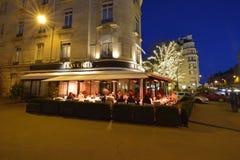 Avenida Montaigne en París imagenes de archivo
