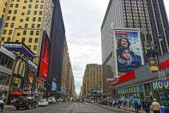 7a avenida no Midtown Manhattan Fotos de Stock Royalty Free