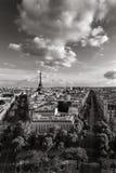 Avenidas da torre Eiffel e da Paris em preto & em branco france imagem de stock royalty free
