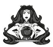 Avenir de lecture de femme de diseur de bonne aventure sur la boule de cristal magique Image libre de droits